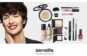 """Creo que es la imagen perfecta para el laboratorio Sensilis, ya que transmite todos sus valores de marca. El universo Sensilis es muy extenso, la gama de maquillaje, sus productos están formulados con activos de origen natural y trabajan con texturas realmente innovadoras. Sensilis Make Up En Gran Farmacia Online Andorra siempre hemos sido unas enamoradas del gloss de Sensilis. Hemos probado: El nuevo SHIMMER LIPS GLOSS color """"bonbon"""" La máscara de pestañas WATERPROOF El polvo compacto iluminador """"BRONZING VEIL"""" Y una muestra del peeling negro revitalizante """"SKIN DELIGHT"""". Sensilis Blur Hialuronic #rellenador y #corrector #efectopielperfecta #sensilis #pigmentoscorrectores #microesferasexpansivas. Rellena y difumina las arrugas . En Gran Farmàcia Andorra Online #sensilisextremecremaantiarrugas #cremaantiarrugas -20% en toda la gama Sensilis #BlackFridayAndorra Creo que es la imagen perfecta para el laboratorio Sensilis, ya que transmite todos sus valores de marca. El universo Sensilis es muy extenso, la gama de maquillaje, sus productos están formulados con activos de origen natural y trabajan con texturas realmente innovadoras. Sensilis Make Up En Gran Farmacia Online Andorra siempre hemos sido unas enamoradas del gloss de Sensilis. Hemos probado: El nuevo SHIMMER LIPS GLOSS color """"bonbon"""" La máscara de pestañas WATERPROOF El polvo compacto iluminador """"BRONZING VEIL"""" Y una muestra del peeling negro revitalizante """"SKIN DELIGHT"""". Sensilis Blur Hialuronic #rellenador y #corrector #efectopielperfecta #sensilis #pigmentoscorrectores #microesferasexpansivas. Rellena y difumina las arrugas . En Gran Farmàcia Andorra Online #sensilisextremecremaantiarrugas #cremaantiarrugas -20% en toda la gama Sensilis #BlackFridayAndorra"""