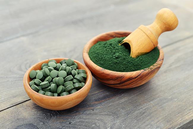 Beneficios de la Espirulina para la salud del ser humano Vitaminas, minerales, ácidos grasos esenciales, ácidos nucleicos (ADN y ARN), clorofila y muchos otros nutrientes