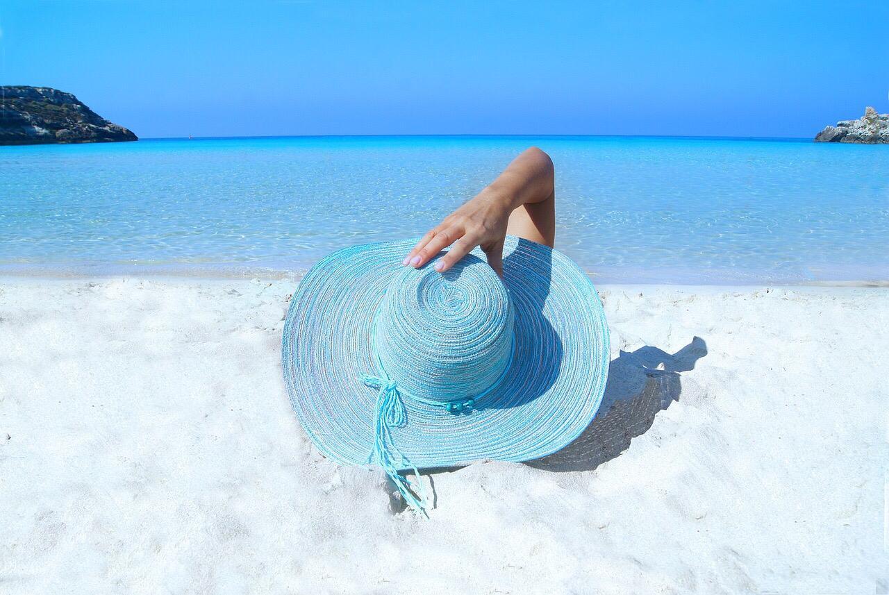 No abuses del sol es lo que más reseca nuestra piel y el mayor responsable de su pérdida de agua Los de SPF 50+ mayor protección a la radiación solar