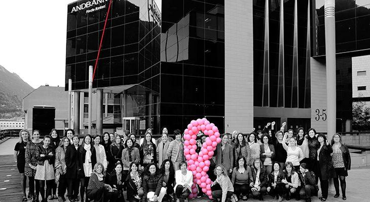 El dissabte passat, el centre cultural de la Llacuna va oferir diverses xerrades en relació amb el càncer de mama emmarcades en el dia mundial sobre la matèria