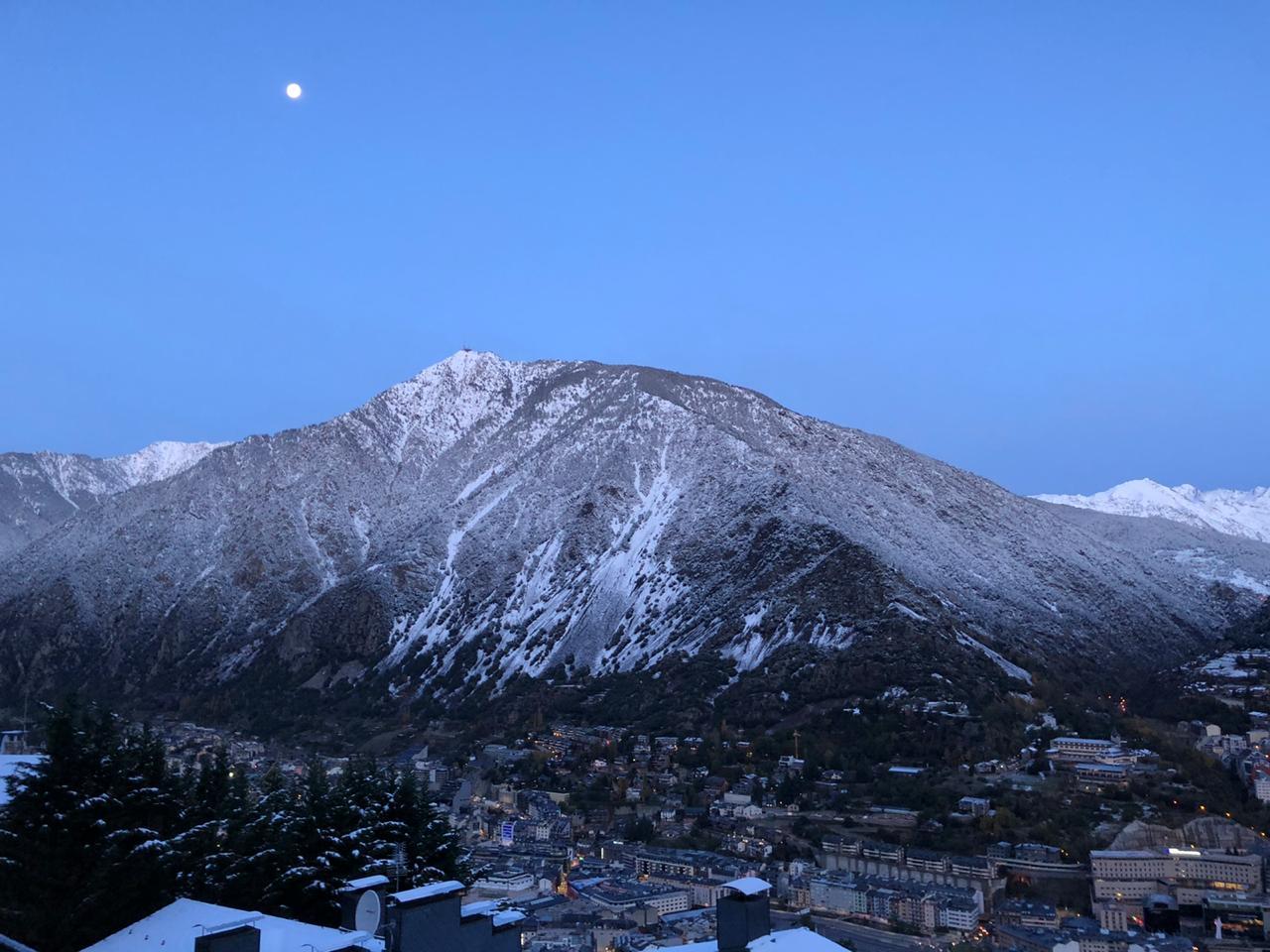Demà ja podeu venir a esquiar a la zona de la Coma a Ordino Arcalís i després o abans passar-vos per Gran Farmàcia Andorra a comprar els productes de para farmàcia més imprescindibles per la vostra pell doncs obrim a 1a. hora del matí