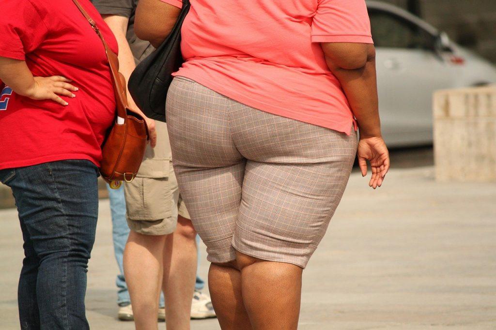 ¿Cuáles son los riesgos del sedentarismo? Las personas con enfermedades cardiovasculares, hipertensión arterial, obesidad o diabetes pertenecen a los grupos con mayor riesgo de agravar los síntomas de otras enfermedades, como se ha podido ver con la covid-19