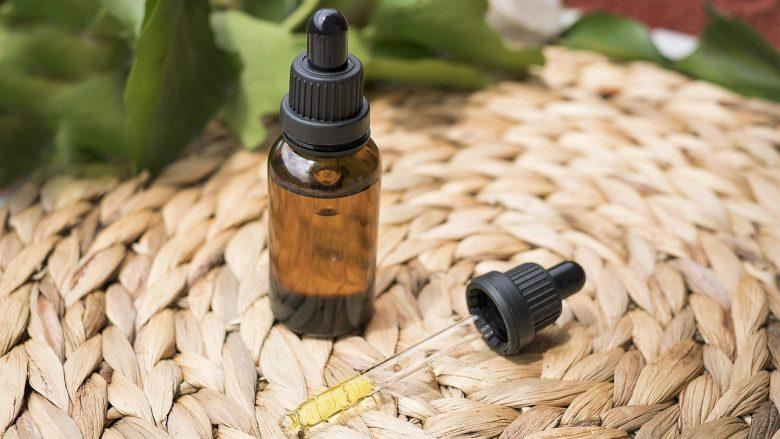 Nous productes elaborats amb cannabidiol que volen esdevenir un substitut natural dels medicaments tradicionals, per les persones que no toleren bé alguns medicaments. Un dels dos components més importants de la marihuana, el cannabidiol (CBD), és un dels elements més utilitzats en la medicina alternativa natural a través de l'elaboració de cremes, d'olis i de diversos productes amb finalitats terapèutiques